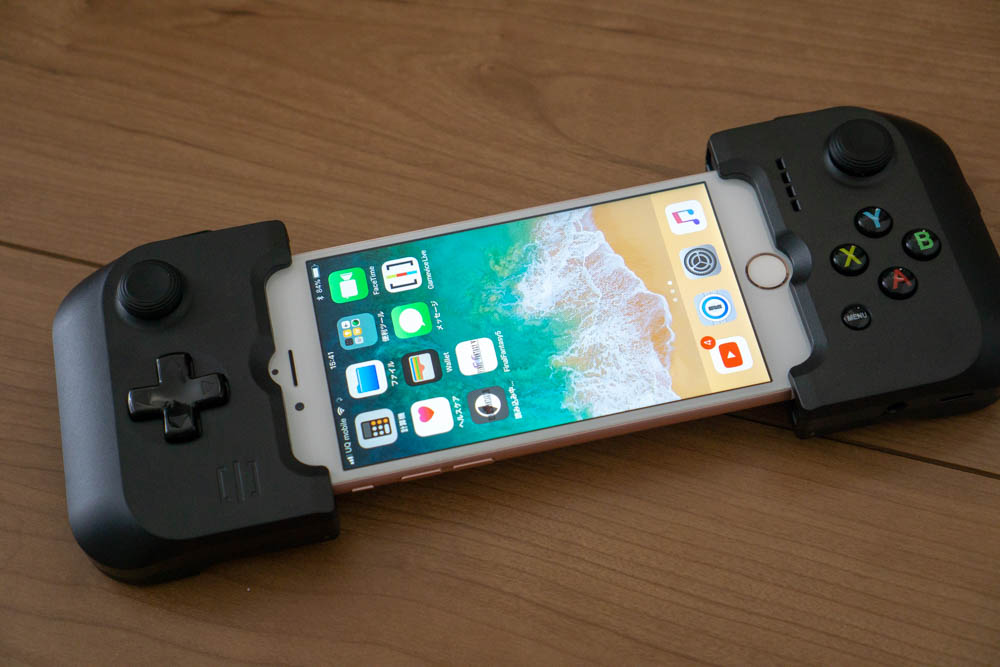 iPhone 6sに「GAMEVICE Game Controller for iPhone v2」を装着