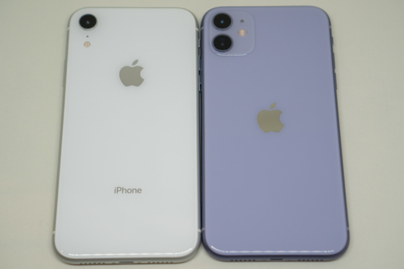 iPhone XRとiPhone 11の背面比較