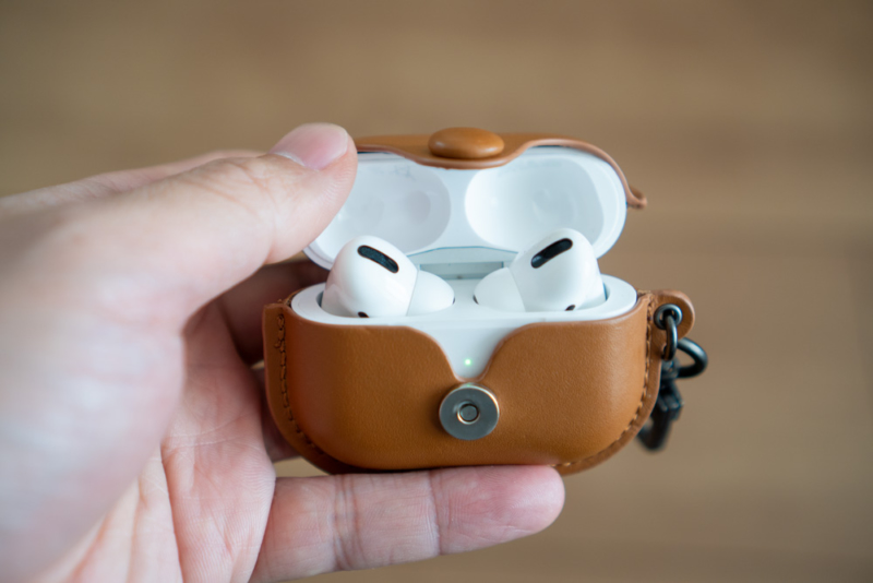 AirPods Proをあける