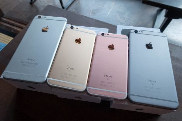 ずらりと並ぶiPhone 6s達