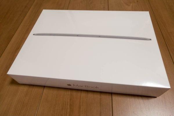 MacBookの箱です!