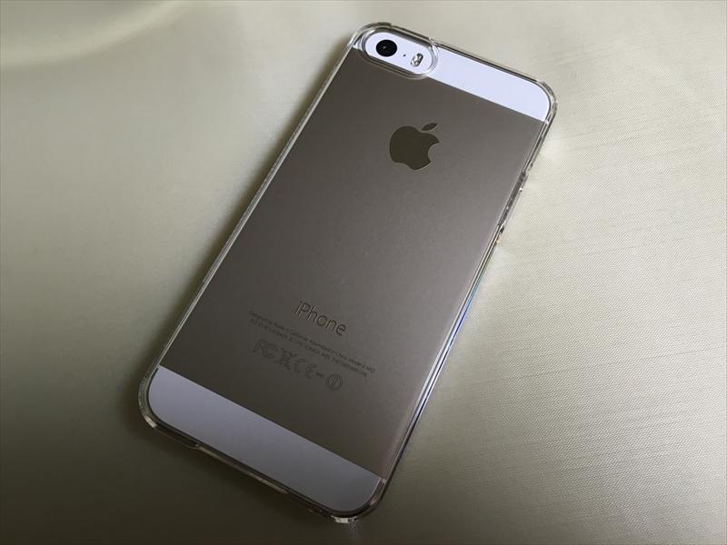 シン・フィット装着後のiPhone 5s(裏)