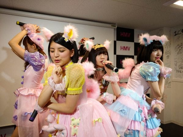 HMV広島本通りでのリリイベ写真全員