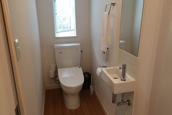 ゆったり広々としたお手洗いは各階にあります。いずれも洋式。
