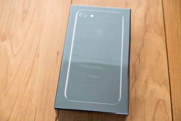iPhone 7ジェットブラックの化粧箱(フィルム付き)