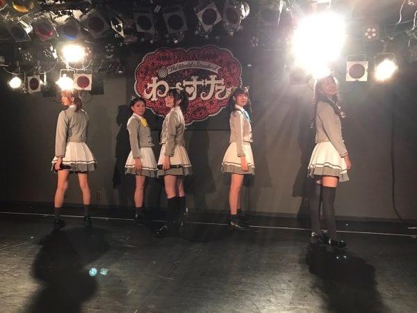 ライブ中盤は制服秋冬衣装