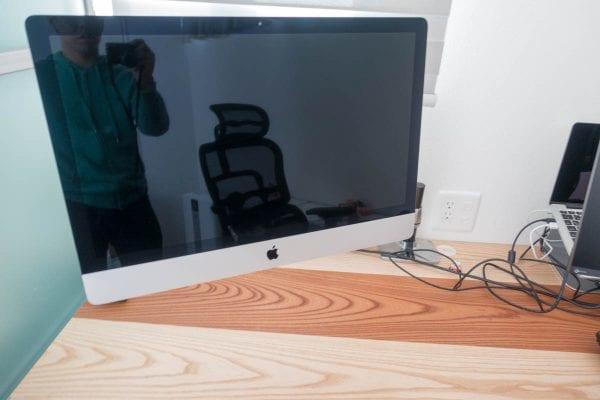 浮かび上がったiMac