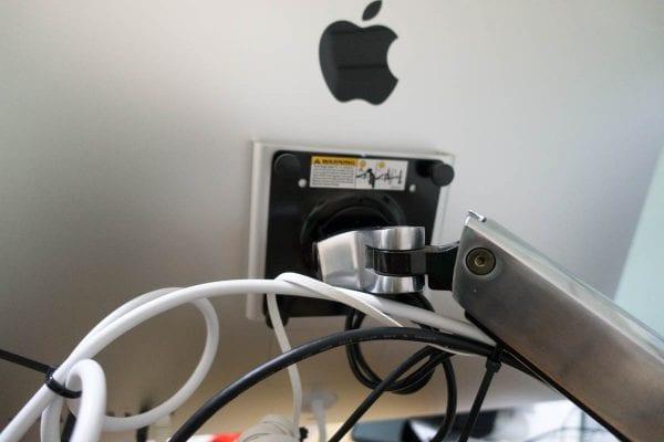 iMacの裏側