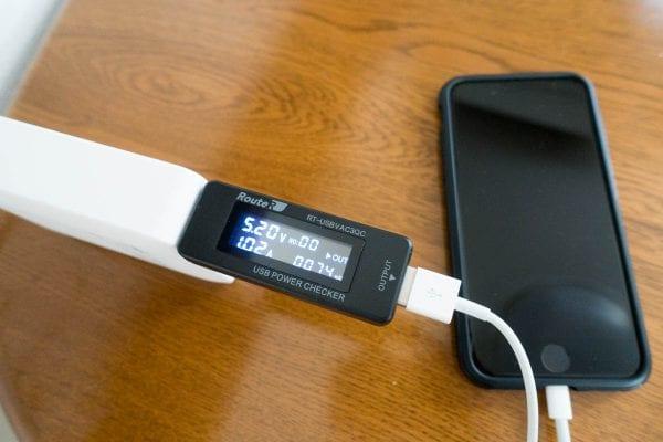 iPhone 7を充電
