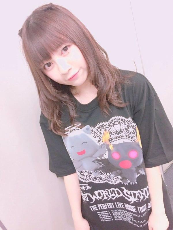 大型のTシャツを着るナナセチャン(引用元:@tws_nanase)