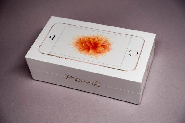 iPhone SEの化粧箱