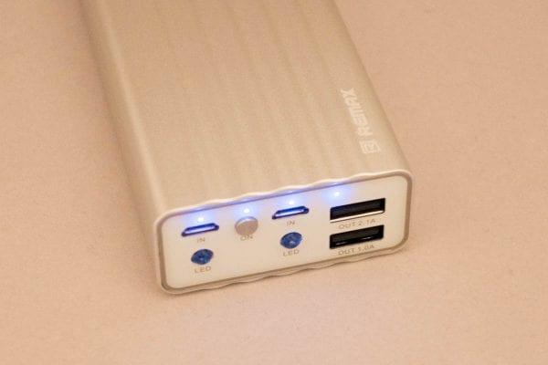 バッテリー残量はLEDの点灯で分かるようになっている