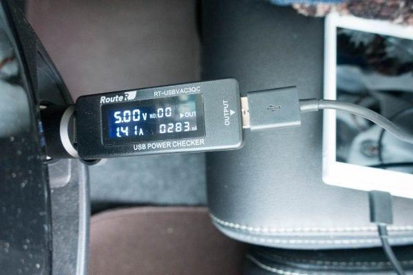 Xperia Z5 Compact(E5823)を充電
