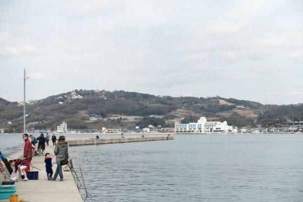島内では海釣りを楽しむ人が沢山