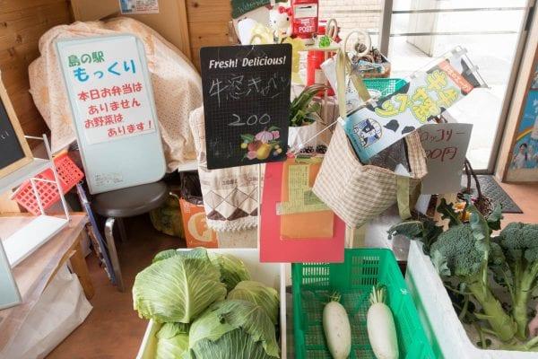 無人販売で野菜が売られていた