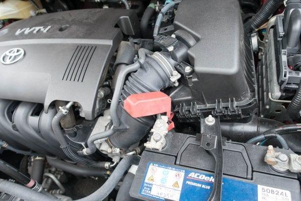 バッテリーには、赤いキャップが付いているものと。そうでないものがある
