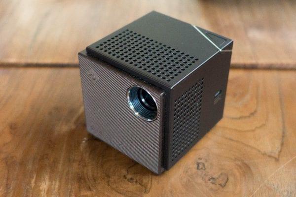 超小型プロジェクター『Smart Beam Laser』