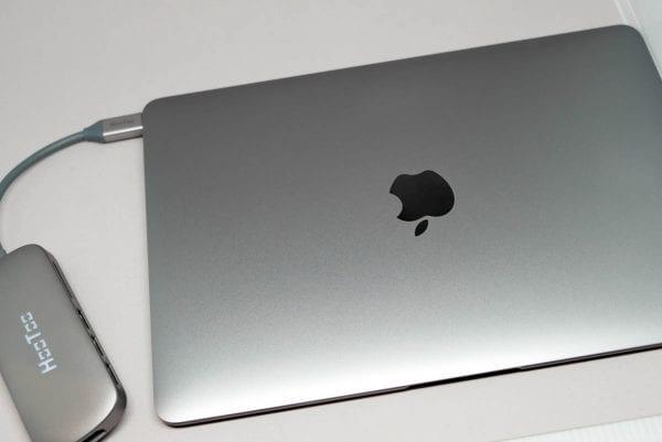 12インチMacBook(スペースグレイ)にピッタリ