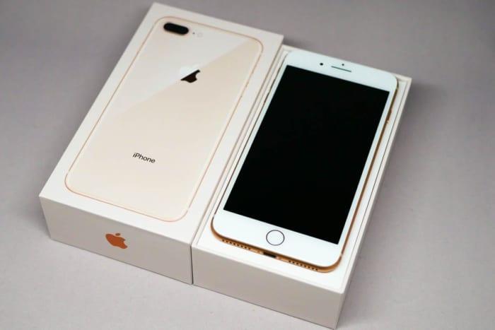 iPhone 8 Plus 64GBと化粧箱