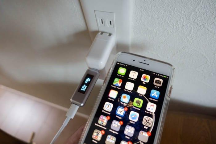 USB-C - LightningケーブルでiPhone 8 Plusを充電