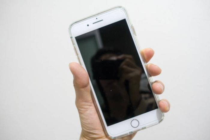 iPhone 8 Plusは少々持ちづらい