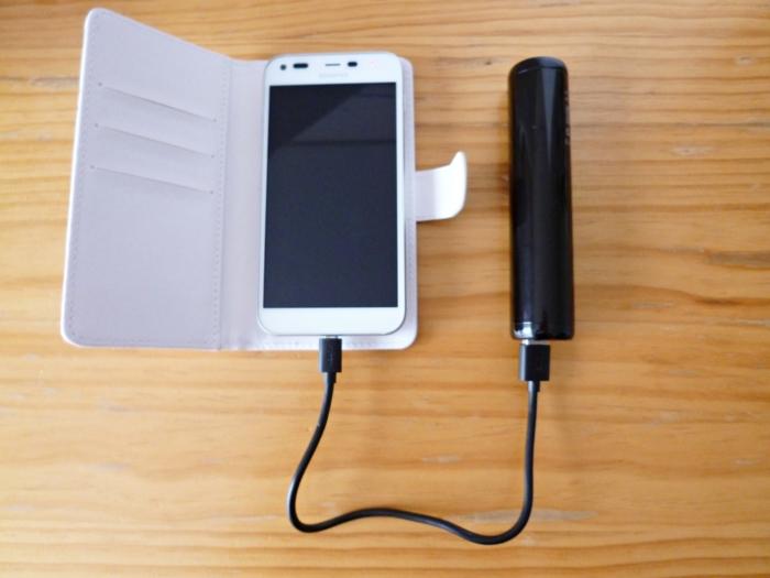 同梱品のMicro USB ケーブルを使用