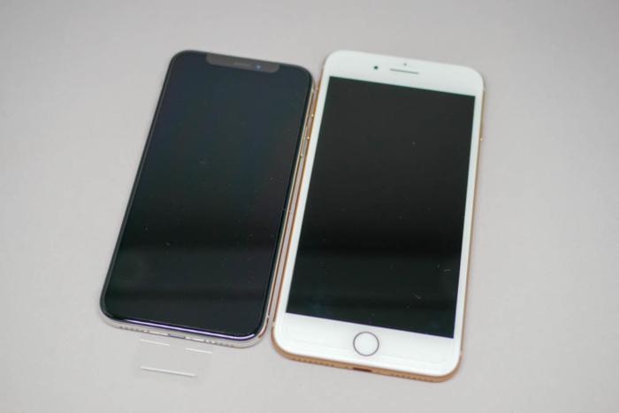 iPhone XとiPhone 8 Plusの比較(並べた)
