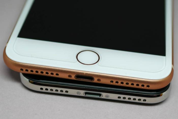 iPhone XとiPhone 8 Plusの比較(Lightningコネクタ周辺)