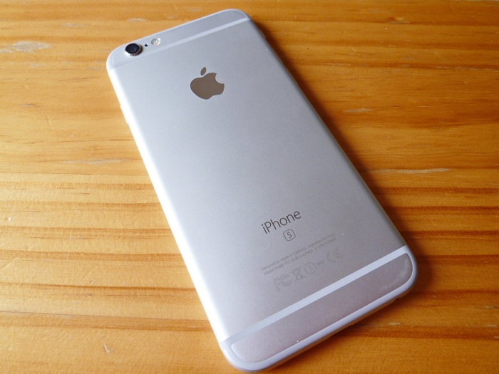 iPhone 6sの後ろ姿