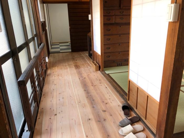 廊下の床は新しくなっている
