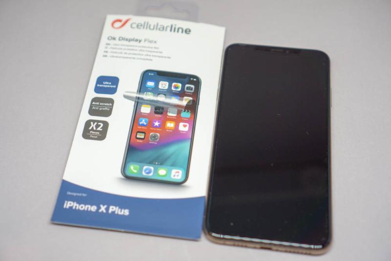 Cellularline「OK DISPLAY」貼り付け後のiPhone