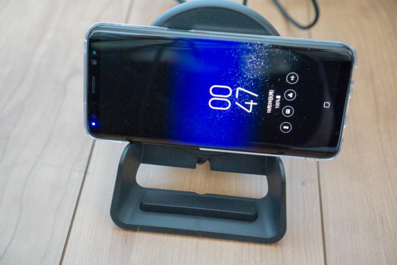 Galaxy S8も横向きで充電できる