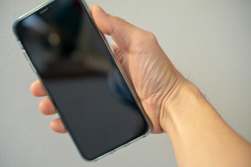 iPhone XS Maxは重いので右腕が疲れる