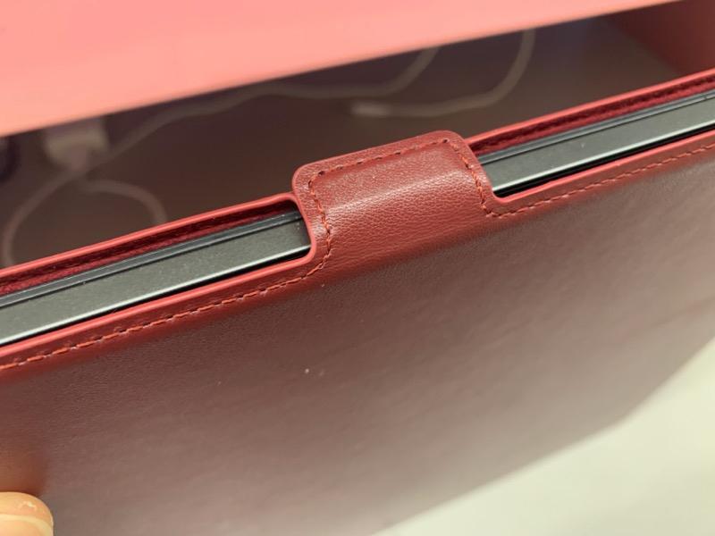 ケース上部に設置されたマグネットフリップによりオートスリープで節電可能