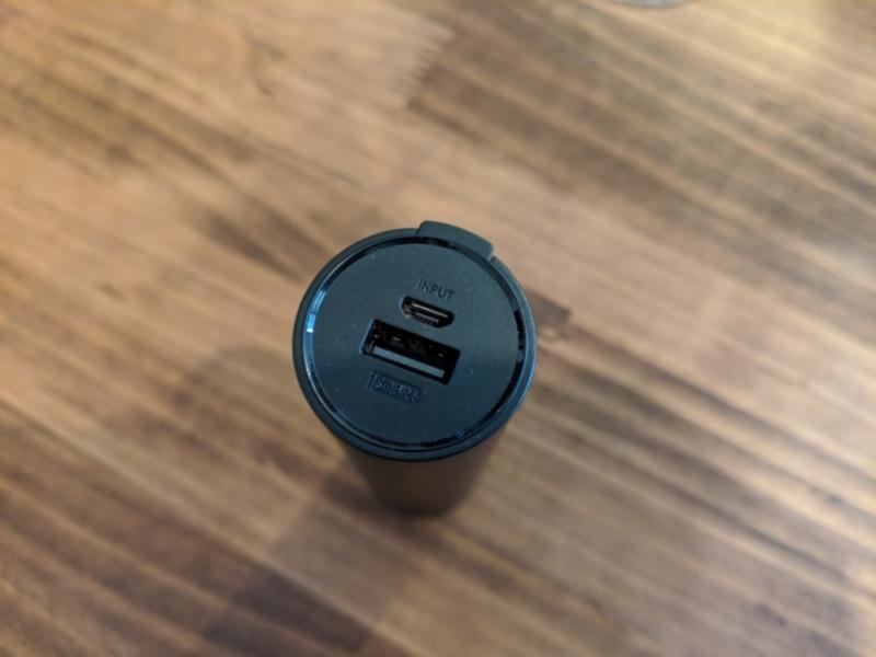USBポートは上部にまとまってある