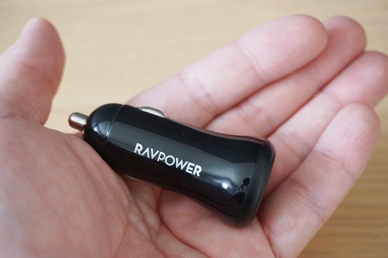 【RAVPower カーチャージャー シガーソケット USB 車載充電器】本体は手のひらより小さい