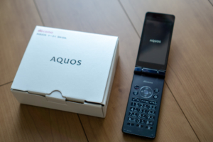 AQUOS ケータイ SH-02Lパッケージ
