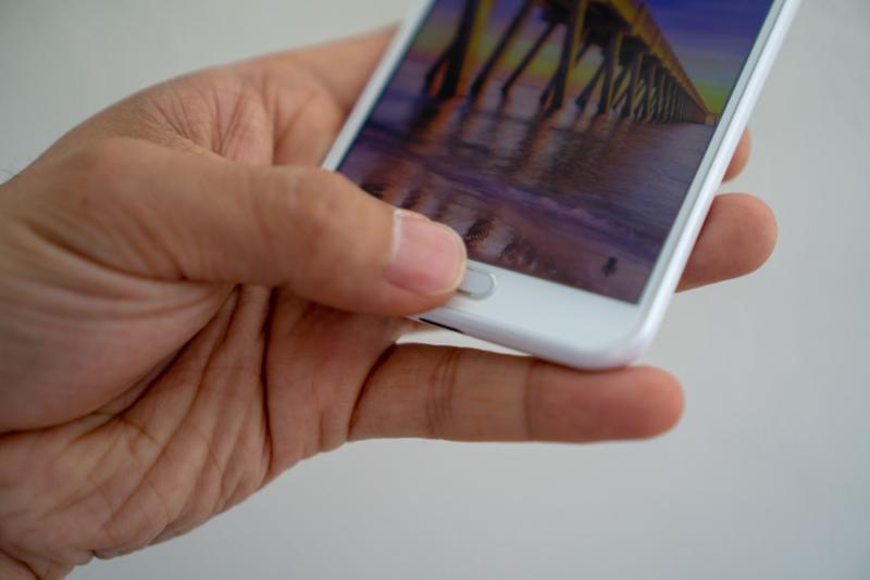 指紋認証センサーが使いやすい