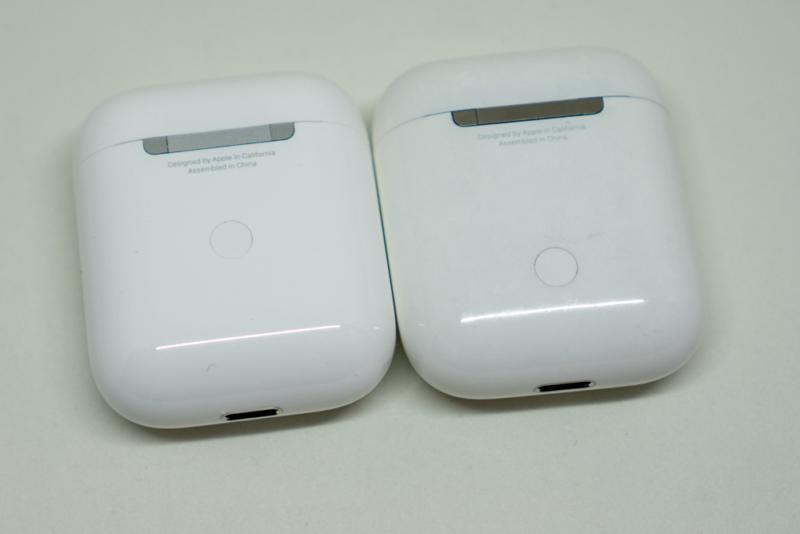 第1世代AirPodとの比較(裏面)