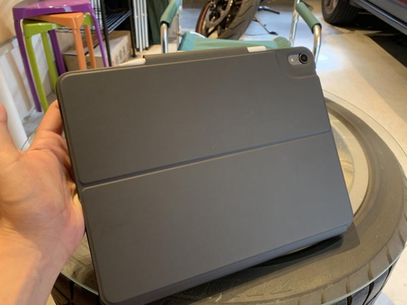 Slim Folio Proを装着したiPad Proを閉じた状態 裏