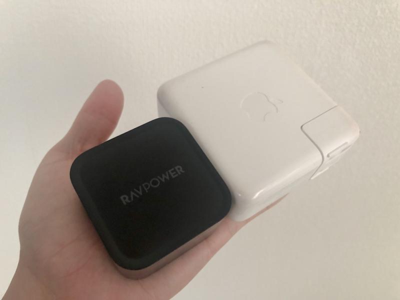 RAVPower 「RP-PC112」Macbook Pro純正充電器大きさ日比較