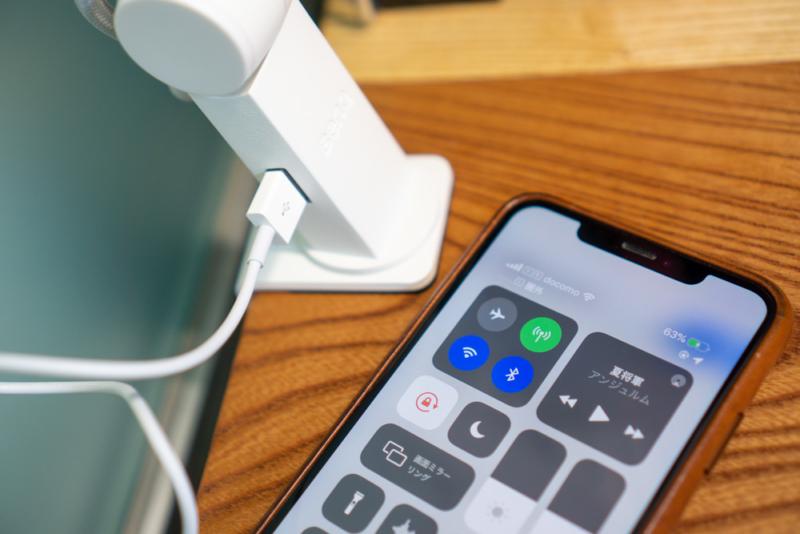 USB-A端子(5W)を搭載し、充電できる