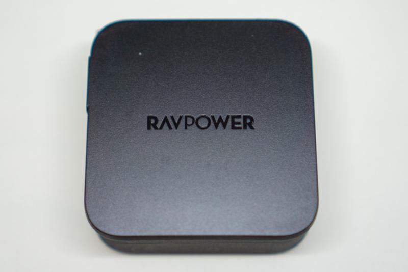 RAVPower「RP-PC105 61W 2ポートUSB充電器」の側面