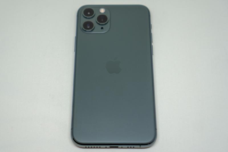 iPhone 11 Proを背面から