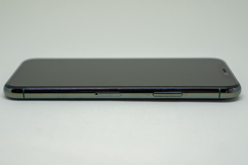 iPhone 11 Pro右側面