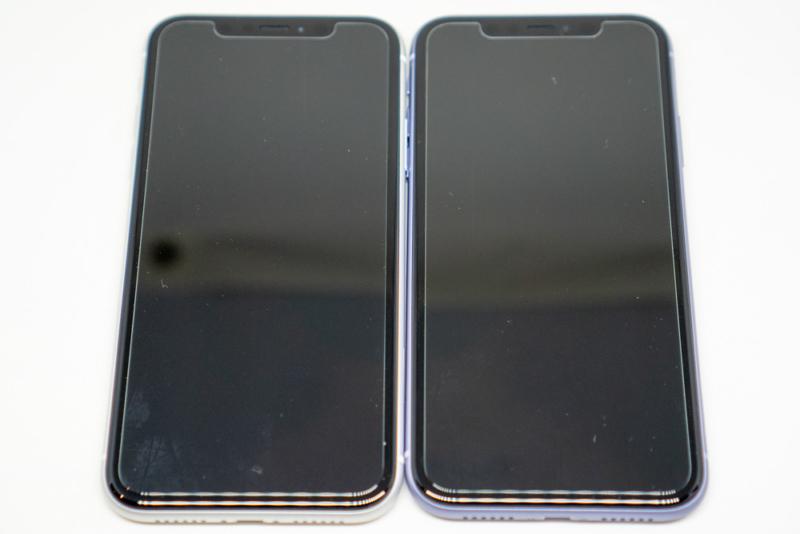 iPhone 11とiPhone XRの正面