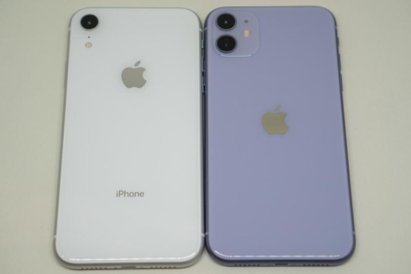 iPhone XRとiPhone 11の背面比較