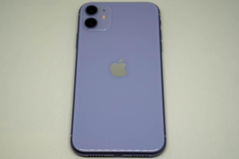 iPhone 11を背面から