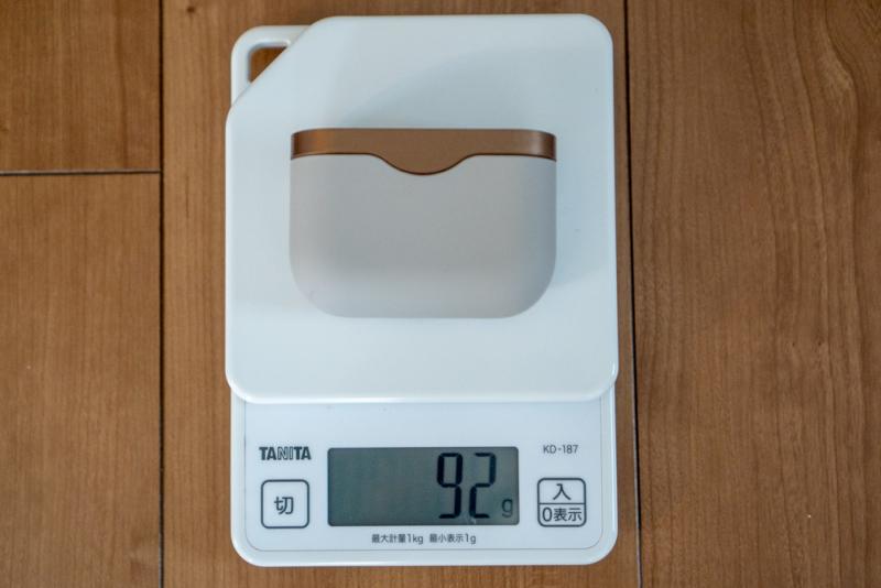 イヤホンセットの重量は92グラム