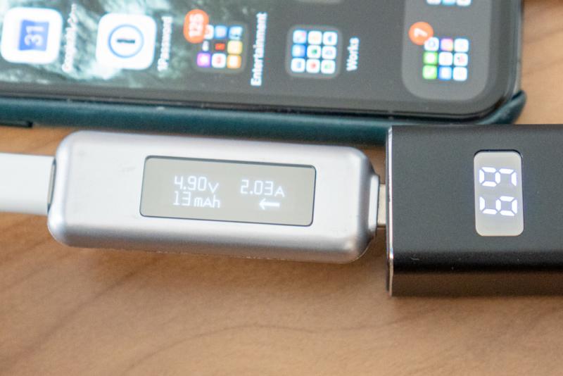 iPhone 11 Proを充電